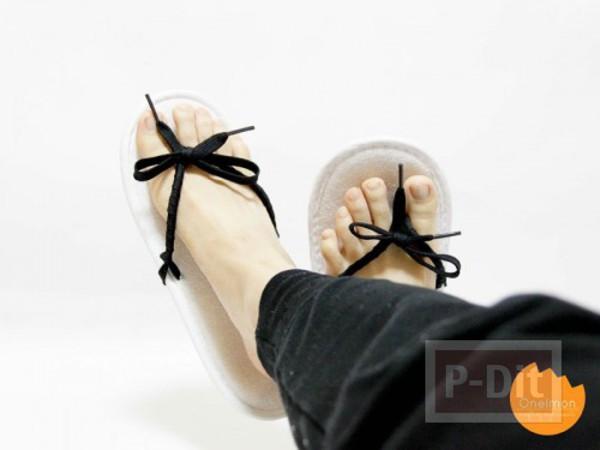 รองเท้าแตะแบบมีหูคีบ ทำจากสายรองเท้า