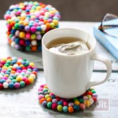 จานรองแก้ว ตกแต่งด้วยลูกบอลเล็กๆ หลากสี