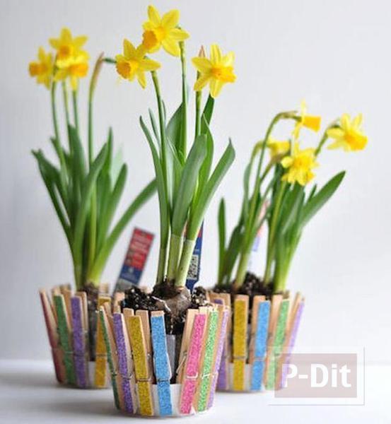 รูป 2 แจกันดอกไม้สวยๆ ทำจากถ้วยพลาสติกหนีบไม้หนีบสวยๆ