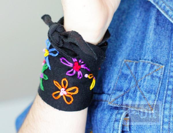 รูป 1 สอนทำที่ใส่ข้อมือ ประดับลายดอก สีสด