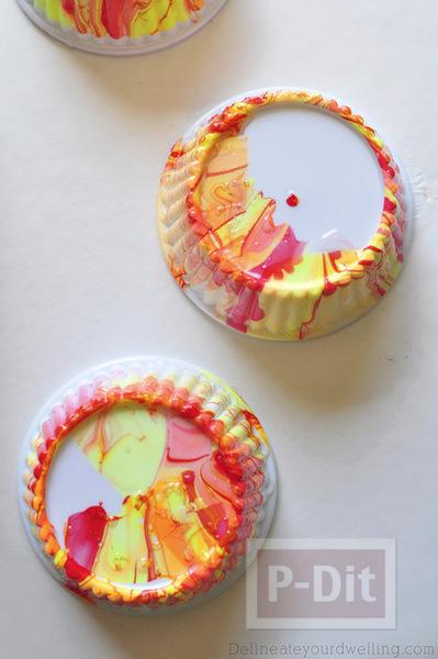 รูป 3 ถ้วยคัพเค้ก ตกแต่งลายสวยๆจากสีทาเล็บผสมน้ำ