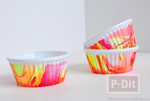 รูป 6 ถ้วยคัพเค้ก ตกแต่งลายสวยๆจากสีทาเล็บผสมน้ำ