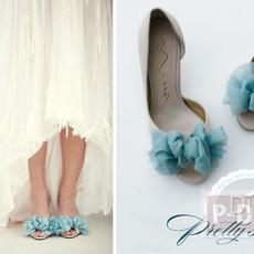 รองเท้าคู่สวย ตกแต่งด้วยผ้าสีสวย