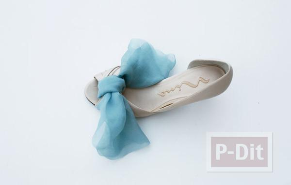 รูป 4 รองเท้าคู่สวย ตกแต่งด้วยผ้าสีสวย