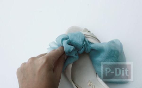 รูป 5 รองเท้าคู่สวย ตกแต่งด้วยผ้าสีสวย