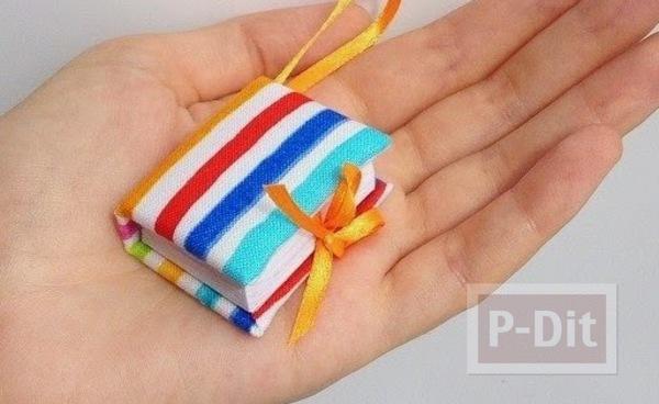 รูป 1 สมุดเล่มเล็ก ทำจากกระดาษ ห่อผ้าสีสวยผูกริบบิ้น