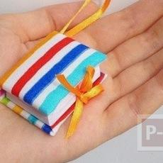 สมุดเล่มเล็ก ทำจากกระดาษ ห่อผ้าสีสวยผูกริบบิ้น