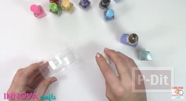 รูป 7 กำไลข้อมือ ทำจากขวดพลาสติก ระบายสีทาเล็บ