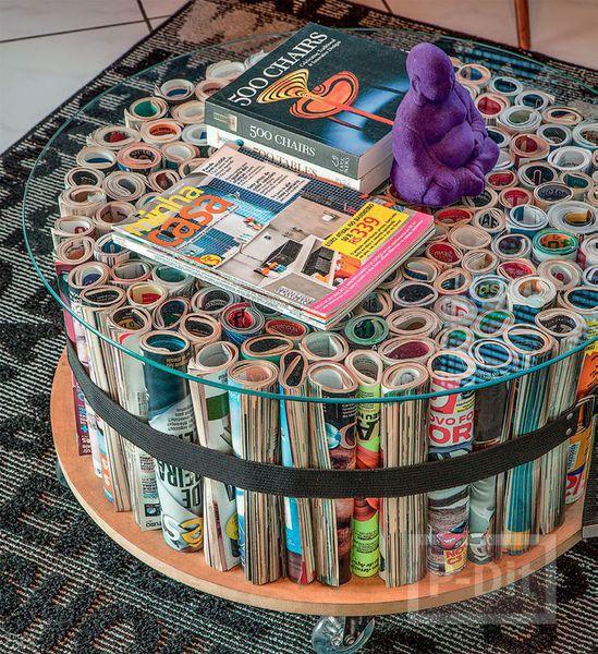 โต๊ะประดับห้องทำงาน ทำจากหนังสือนิตยสาร