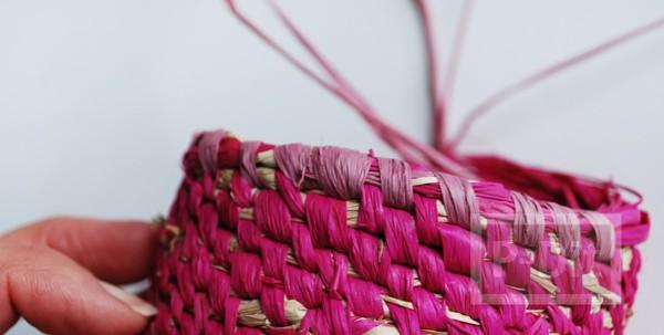 รูป 3 ตะกร้าใส่ดอกไม้ ทำจากเชือกสีสวย