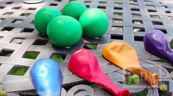 รูป 3 ลูกบอลนินจา ทำจากลูกโป่ง ใส่แป้ง