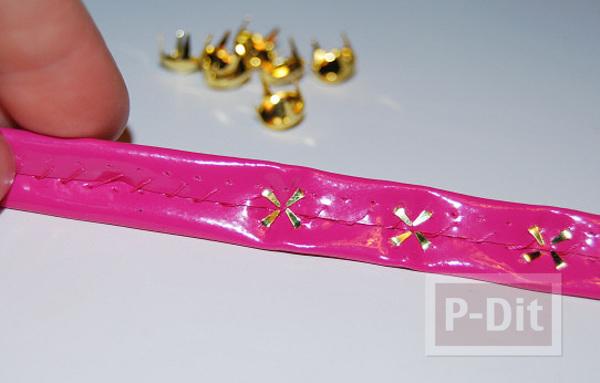รูป 6 สร้อยข้อมือ ทำจากกระเป๋าพลาสติก สีสด