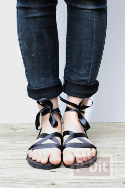 รูป 7 รองเท้าแตะ ตกแต่งสวยๆ ร้อยริบบิ้น สีดำ