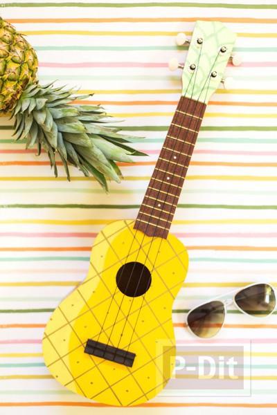 ระบายสีอูคูเลเล่ (ukulele) เป็นรูปสัปปะรด