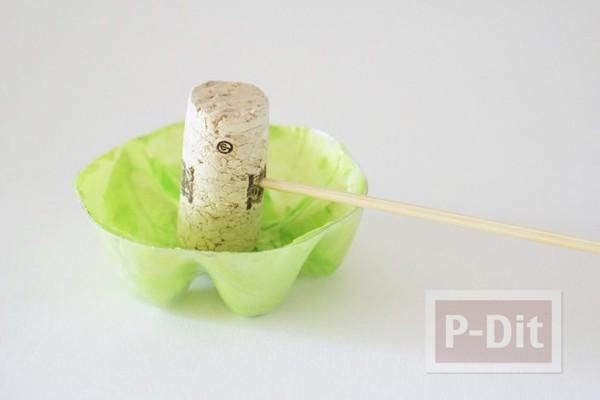 รูป 6 ดอกไม้พลาสติก ทำจากก้นขวดน้ำ