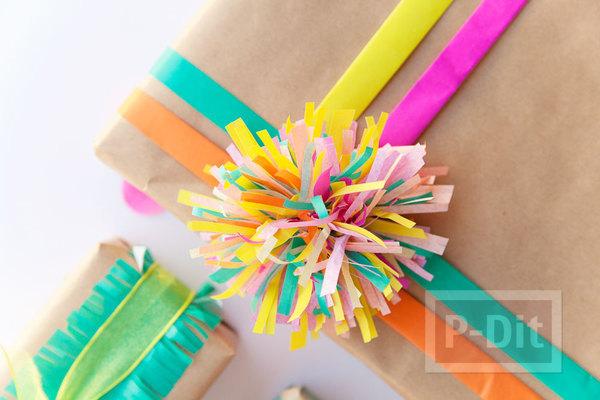 รูป 5 ห่อกล่องของขวัญสวยๆ ด้วยกระดาษสีสดใส