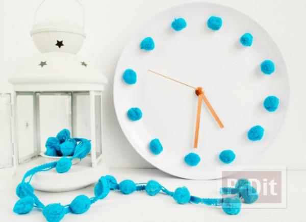 รูป 1 นาฬิกาติดผนังบ้าน ทำจากเก่าๆ ประดับปอมๆ