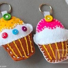 พวงกุญแจไอศกรีมคัพเค้ก ทำจากผ้าสักกะหลาด