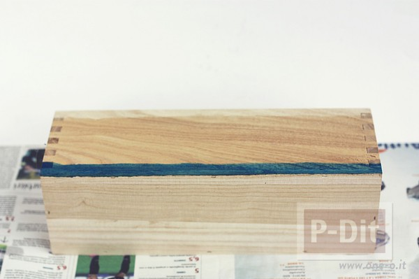 รูป 4 ระบายสีกล่องใส่ดินสอ สีฟ้าใส