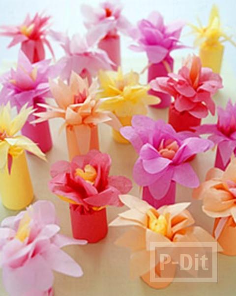ดอกไม้สวยๆ ทำจากกระดาษว่าว ห่อแกนกระดาษทิชชู่