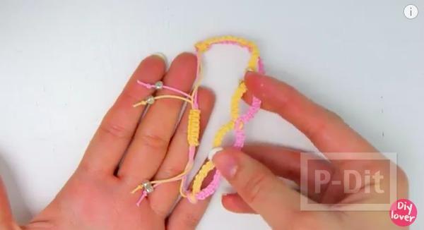 รูป 6 ถักสร้อยข้อมือสวยๆ จากเชือกสีลูกกวาด