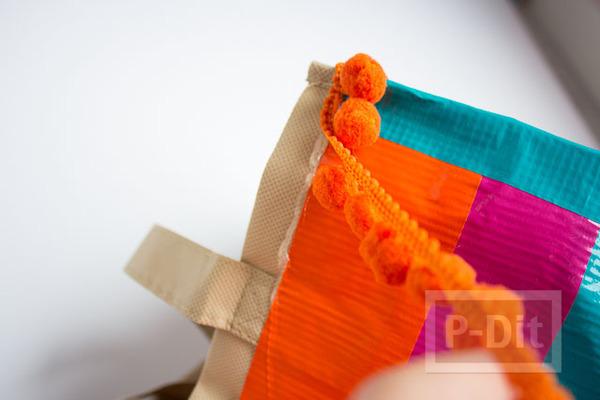 รูป 6 กระเป๋าสะพายเก่าๆ ตกแต่งสีใหม่ ด้วยสก็อตเทป