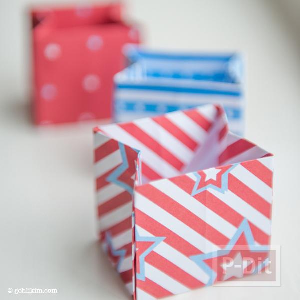 รูป 2 พับถุงกระดาษ ใส่ของขวัญ ลายน่ารักๆ
