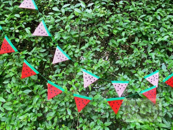 รูป 2 โมบายแตงโมน่ารักๆ ทำจากเม็ดบีท รีดร้อน