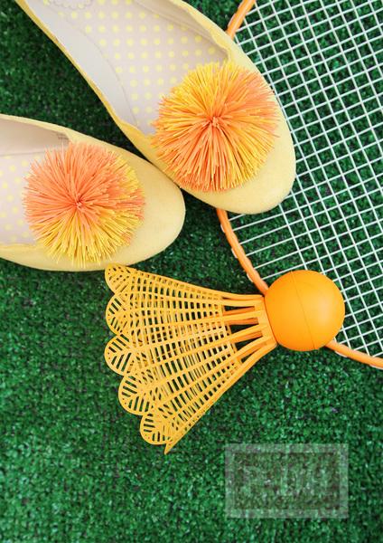 รูป 1 รองเท้าคัชชู ตกแต่ง ลายดอกไม้ ทำจากยางรัดผม