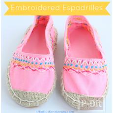 รองเท้าคู่สวย ตกแต่งลายน่ารัก กับด้ายสีสด