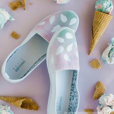 รองเท้าคู่สวย ตกแต่ง พ่นสี ลายไอศกรีม