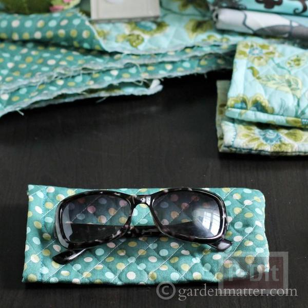 รูป 2 ซองใส่แว่นตา เย็บจากผ้า สีสวย