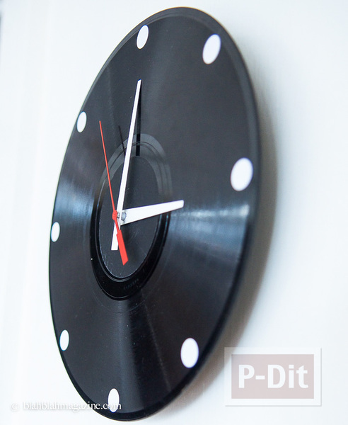 รูป 1 นาฬิกาติดผนัง ทำจากแผ่นเสียง ประดับบ้าน