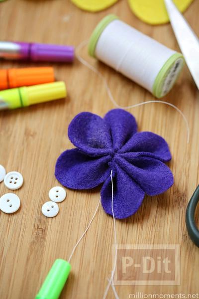 รูป 4 ดอกไม้ผ้า ทำเอง สีสด ประดับกระดุม
