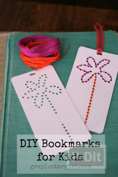 รูป 3 สอนทำที่คั่นหนังสือ ถักดอกไม้ เจาะรู