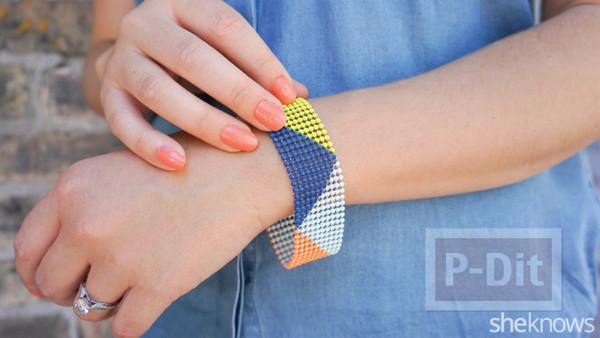 รูป 1 สร้อยแขนสีเงิน ทาสีสด ด้วยสีทาเล็บ