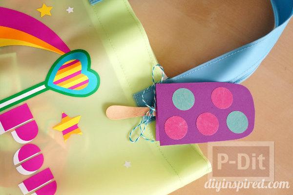 รูป 3 ที่ห้อยกระเป๋าสวยๆ ทำจากกระดาษสีสดใส
