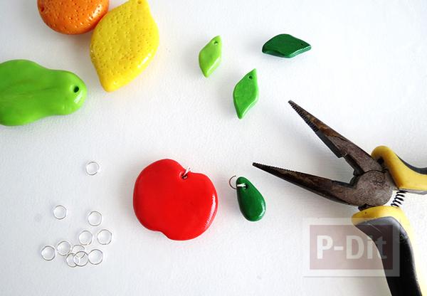 รูป 6 พวงกุญแจผลไม้ ปั้นจากดินน้ำมัน (polimer clay)