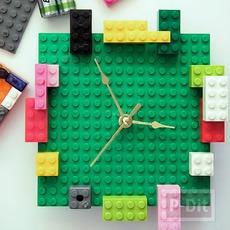 นาฬิกาแขวนผนัง ทำจากเลโล้