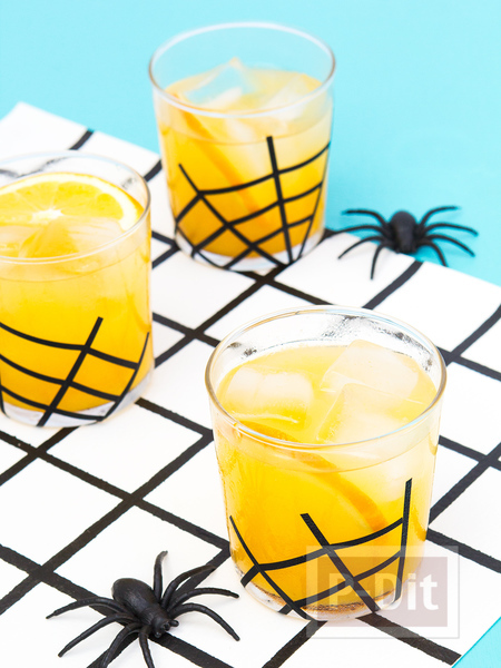 รูป 5 แก้วน้ำ ตกแต่งลายใยแมงมุม วันฮาโลวีน