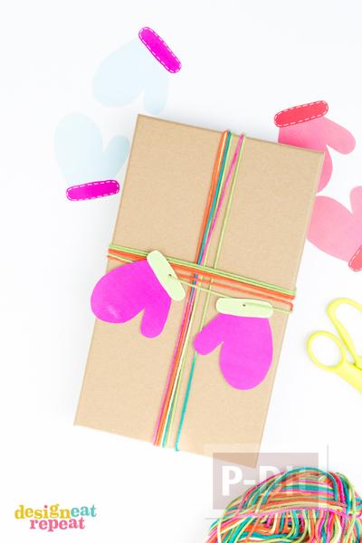 รูป 3 ห่อกล่องของขวัญ สวยๆ ประดับถุงมือกระดาษ