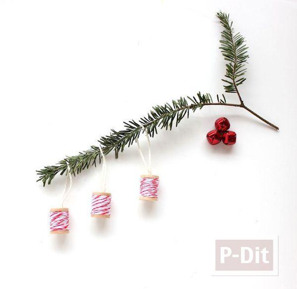 รูป 2 หลอดด้ายเก่าๆ นำตกแต่ง ประดับต้นคริสต์มาส