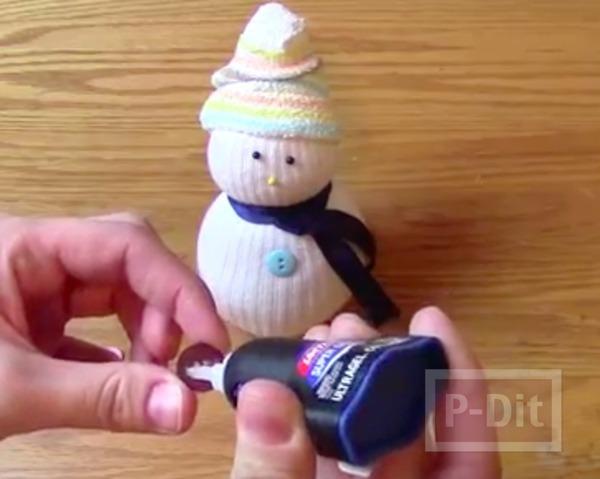 รูป 4 Snow man ทำจากถุงเท้า คู่เก่า