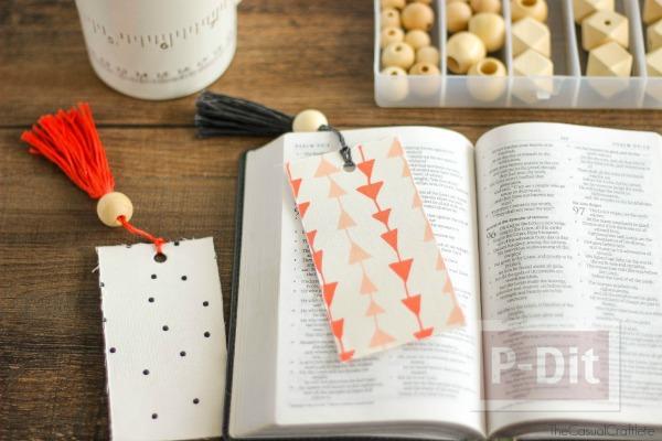 รูป 1 ทำที่คั่นหนังสือสวยๆ จากกระดาษแข็งและผ้าลายสวย