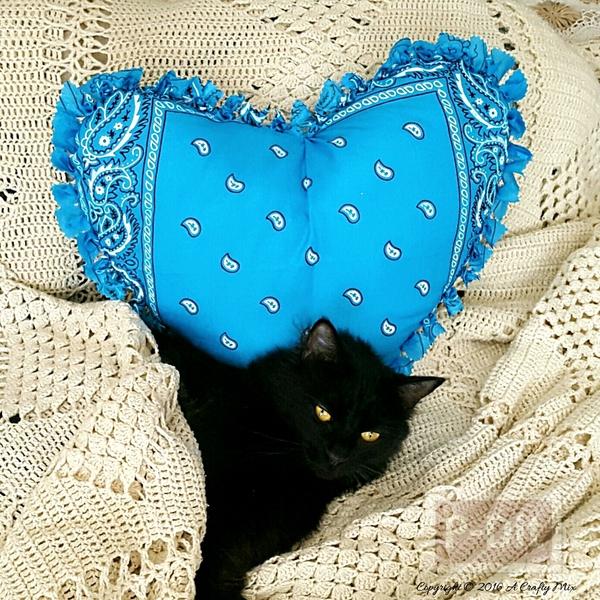 หมอนรูปหัวใจสวยๆ ทำจากผ้าเช็ดหน้า