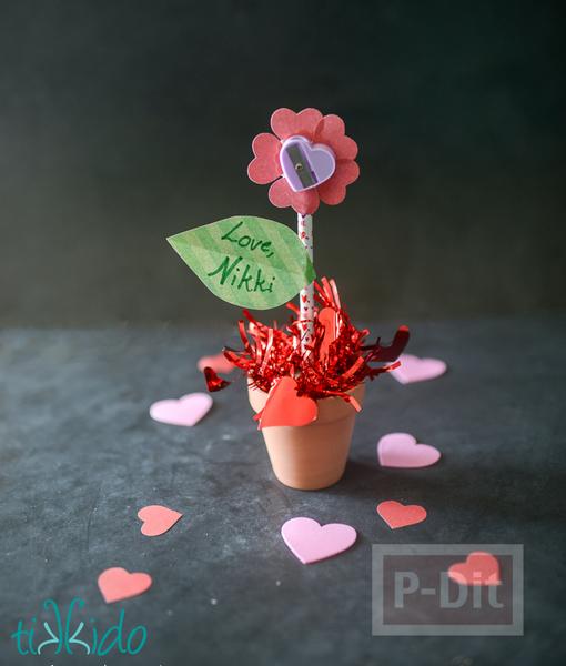 รูป 1 ดอกไม้กระดาษ กลีบดอกเป็นรูปหัวใจ สีหวาน