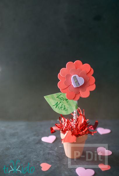 รูป 6 ดอกไม้กระดาษ กลีบดอกเป็นรูปหัวใจ สีหวาน