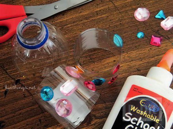 รูป 2 กำไลข้อมือ ทำจากขวดน้ำดื่ม ประดับพลอยสีสวย