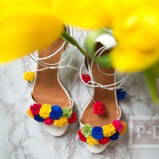 รองเท้ารัดส้น สวย น่ารัก ด้วยปอมๆ
