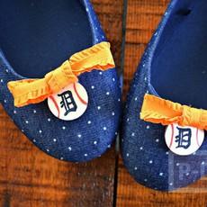 รองเท้าคัชชู ตกแต่ง ติดโบว์เล็กๆ น่ารักๆ